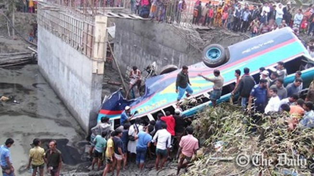 Bangladesh: Tai nạn xe buýt kinh hoàng, 24 người chết
