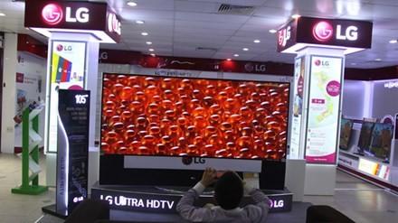 Chiếc Tivi giá gần 2 tỷ đồng về Việt Nam