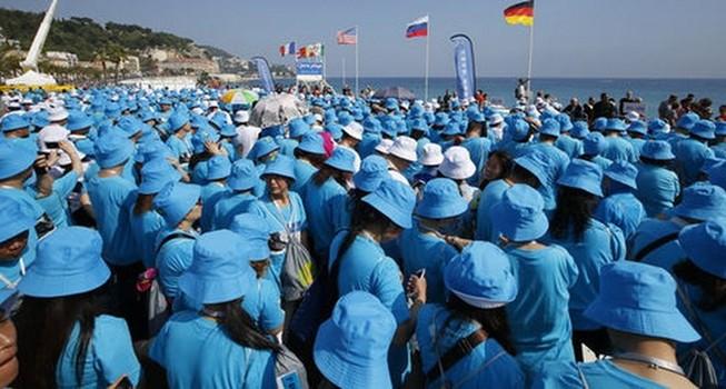 Pháp đón tiếp đoàn khách du lịch khổng lồ gồm 6.400 người