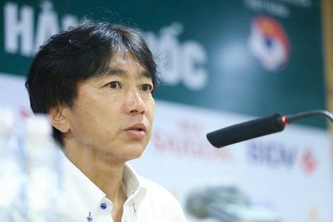 HLV Miura: Nếu bảo U23 Việt Nam đá bạo lực, cứ xem V-League đi