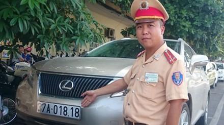 CSGT Hà Nội 'lật tẩy' nhà báo rởm đi xe Lexus biển giả