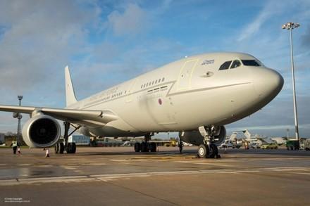 Túng tiền, không quân Anh cho công ty du lịch thuê máy bay