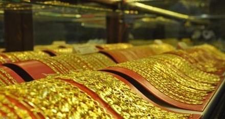 Tỷ giá sắp kịch trần, vàng về sát mốc 34 triệu đồng