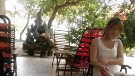 Tấp nập ra vào quán 'cà phê phòng the' ở Sài Gòn