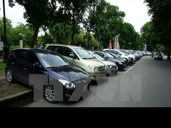 """Sẽ áp thuế tiêu thụ """"đặc biệt cao"""" với một số dòng ôtô đến 9 chỗ"""