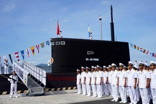 Thượng cờ tàu ngầm 184 - Hải Phòng và 185 - Khánh Hòa