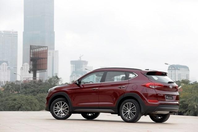 Hyundai Tucson 2016 ra mắt, lịch lãm hơn SantaFe, giá 925 triệu