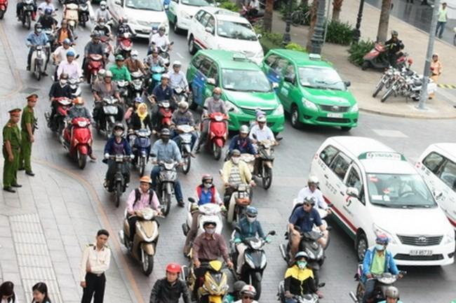 Từ ngày 1/9 lệ phí đăng ký ô tô, xe máy tăng vọt