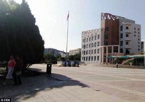 Trung Quốc: Nữ sinh đầu độc 20 bạn học bằng thuốc chuột