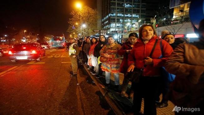 Chile sơ tán 1 triệu người do động đất