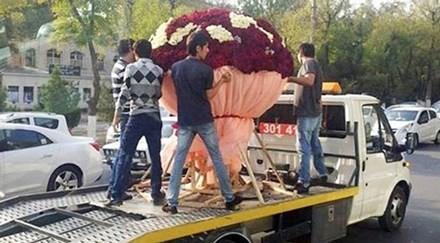 Trai trẻ si tình chi gần 80 triệu mua hoa tặng bạn gái