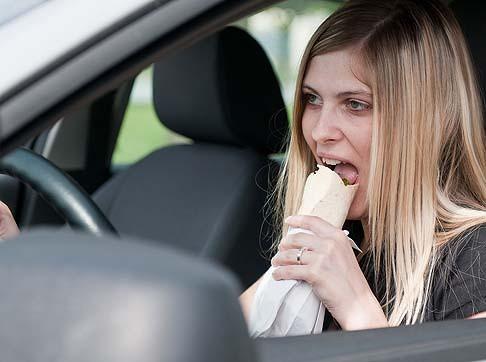 Những lỗi nên tránh khi đang lái xe