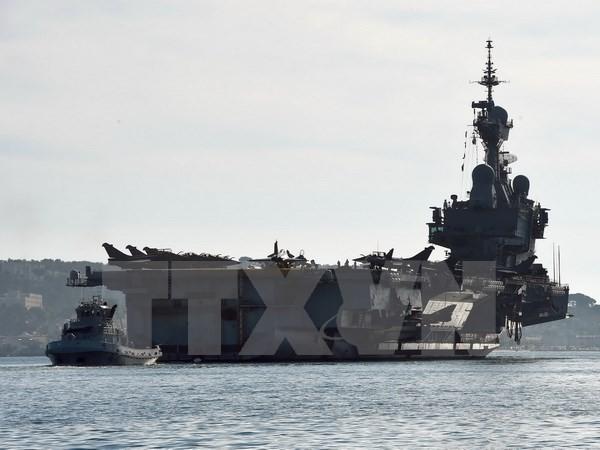 Máy bay Pháp cất cánh từ tàu Charles de Gaulle để tiêu diệt IS