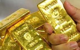 Vàng tăng dựng đứng, 240 ngàn/lượng