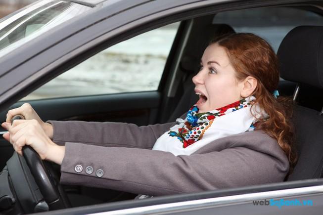 Báo chí và xe gây tai nạn do 'mất lái'