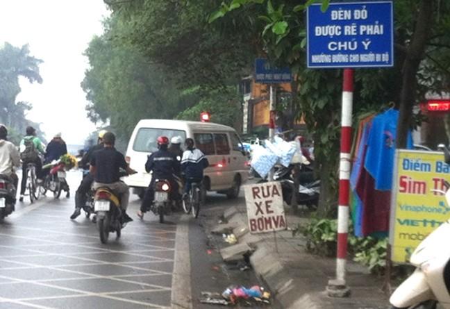 Đèn đỏ xe máy có được phép rẽ phải?