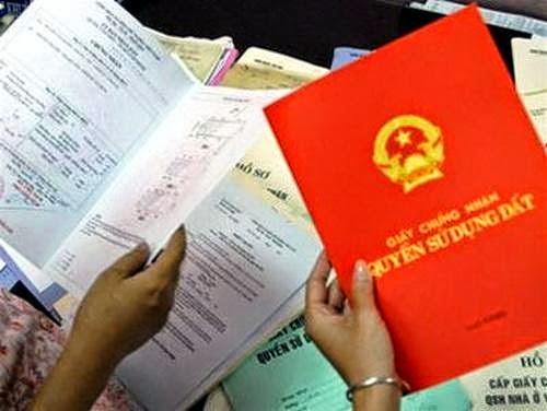 Phó chủ tịch xã bị đình chỉ vì xài sổ đỏ giả vay tiền