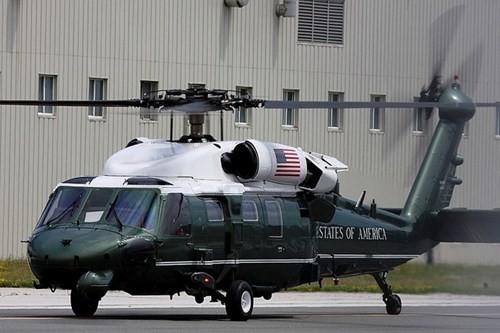 Dàn phương tiện hoành tráng luôn theo sát tổng thống Mỹ