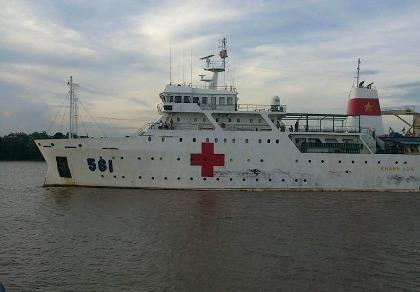 Tàu bệnh viện HQ 561 đưa thi thể chiến sĩ CASA 212 cập cảng Hải quân