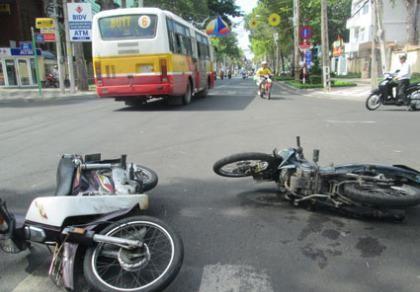 Trách nhiệm khi lái xe không có bằng lái và gây tai nạn?