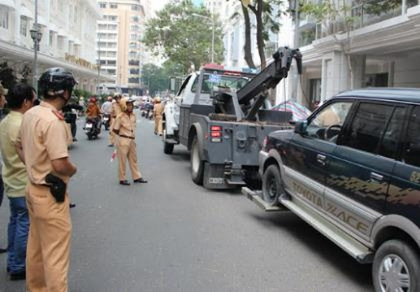 Xử lý hành vi dừng, đỗ xe không đúng quy định theo luật mới