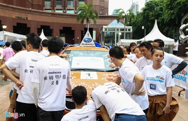 400 người đội mưa giành chiếc Subaru 1,3 tỉ đồng
