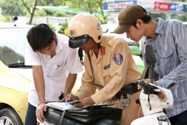 Các mức phạt vi phạm về độ tuổi và giấy phép lái xe