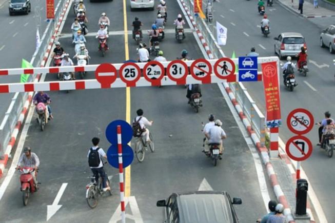 Chuyển làn đường sao đúng luật?
