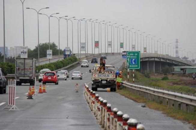 Lưu thông trên cao tốc thế nào an toàn?