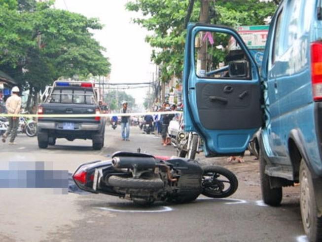 Mở cửa xe gây tai nạn, tước bằng lái đến 4 tháng