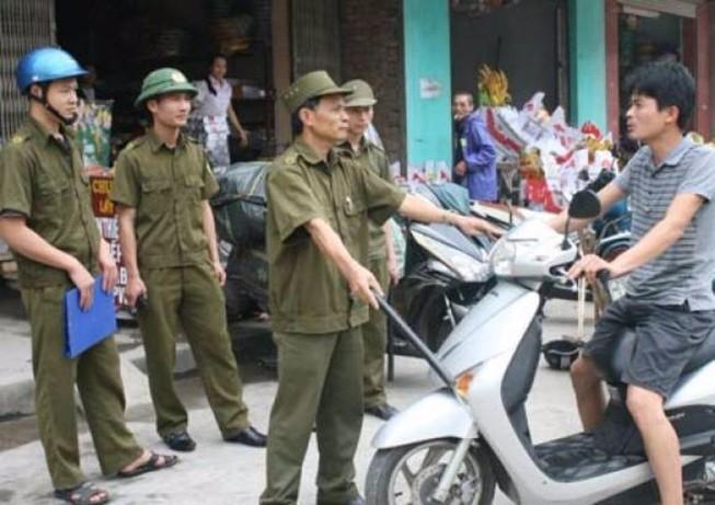 Công an xã có được phạt việc chở người quá quy định?