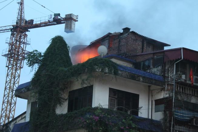 Người dân hoảng loạn vì cháy lớn