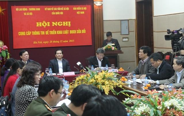 BHXH Việt Nam giải đáp trực tuyến về Luật BHXH mới