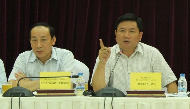 Bộ trưởng Đinh La Thăng: Biển báo không đi thì cán bộ phải 'đi'