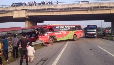 11 người chết do phá hộ lan, hàng rào... trên cao tốc
