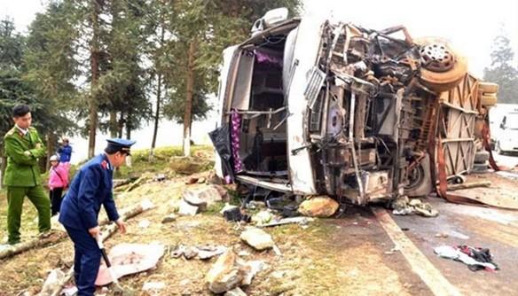 Xe chở 41 khách Trung Quốc gặp nạn tại Sa Pa