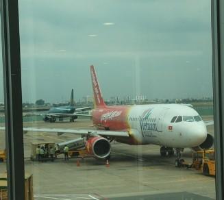 Đèn chiếu laze uy hiếp hàng loạt chuyến bay ở Nội Bài