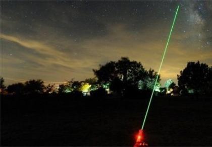 Kiến nghị xử hình sự đối với hành vi chiếu tia laser vào máy bay