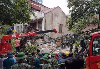 Sập nhà 4 tầng ở Hà Nội: 2 người tử vong