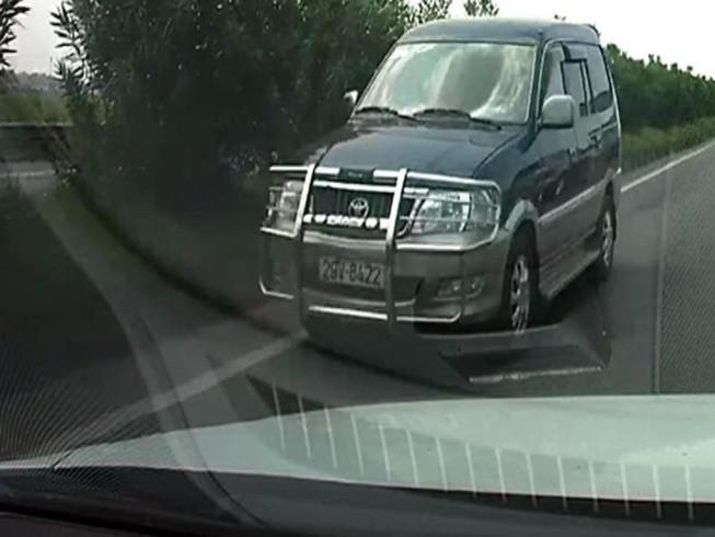 Xử lý nghiêm xe chạy ngược chiều trên cao tốc