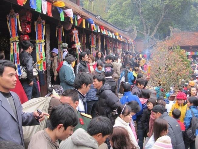 Yêu cầu cán bộ giải trình việc đi lễ chùa