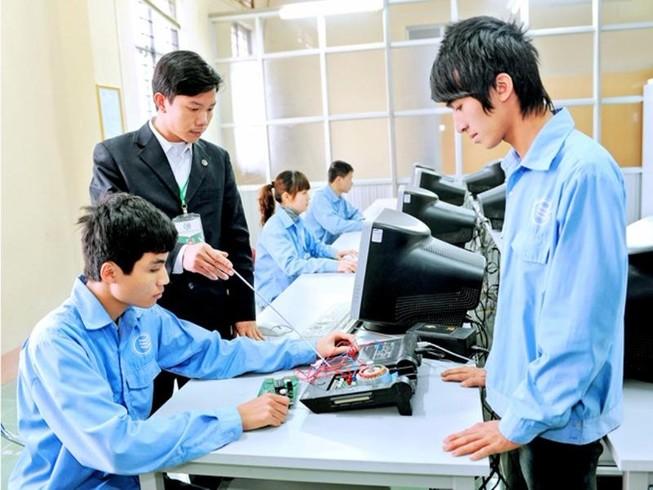 Trên 1.000 học sinh, sinh viên trường nghề xin hỗ trợ