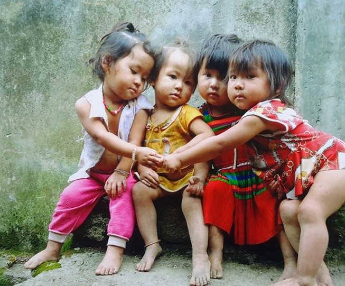 Những bức ảnh tự chụp của trẻ em cao nguyên đá gây 'choáng'