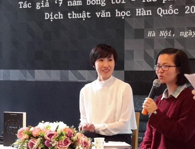 Nữ nhà văn Hàn Quốc không dám ở Việt Nam vì sợ tăng cân