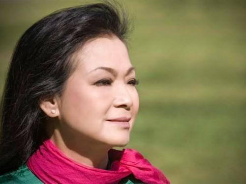 Ca sĩ Khánh Ly: 'Không biết ông Sơn có yêu tôi không'