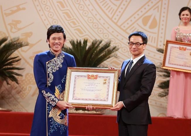 Nghệ sĩ Hoài Linh nói gì trong ngày nhận danh hiệu NSƯT?
