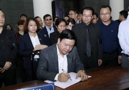 Bí thư Thành ủy TP.HCM Đinh La Thăng viếng nghệ sĩ Trần Lập