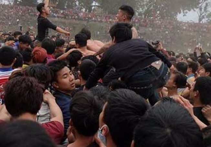 Yêu cầu thay đổi hình thức 2 lễ hội cướp phết bạo lực