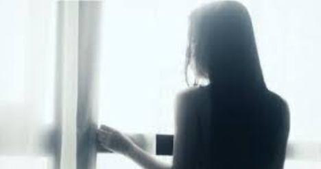 Thiếu nữ bị bạn trên Facebook tống tiền bằng 'ảnh nóng'