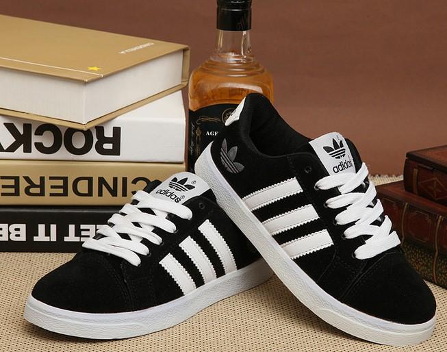 Hai cơ sở sản xuất giày thể thao giả nhãn hiệu nổi tiếng